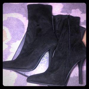 Black Heeled booties👢